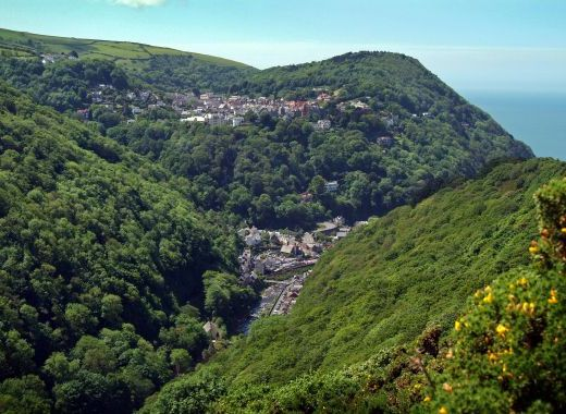 The location of Lynhurst to the left of the picture just on the edge of Lynton